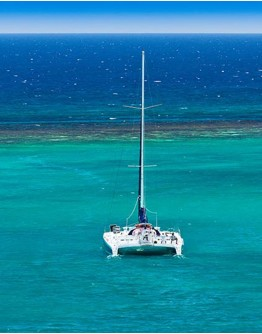 Fajou and Caret Islands, sailing catamaran tour